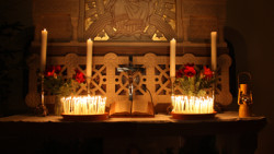Der Altar im Lichterglanz