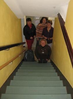 Die Treppe nach unten, gleich links hinter der Eingangstür