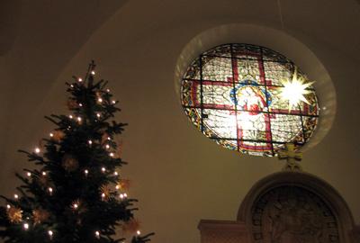 Gleich erlöschen die Lichter des Tannenbaumes