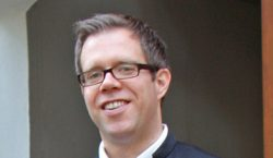 Pastor Christoffer Sach